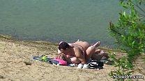 Deutsches Teeny Paar heimlich bei Sex am Strand gefilmt Vorschaubild