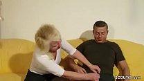 Tante Claudi hilft ihm beim ersten Fick mit ihrer Pussy thumbnail