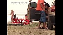 Casal safado faz sexo oral em público na praia de Mongaguá - SP
