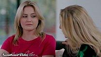 Sweetheart MILF Julia Ann Eats Out Young Lesbian & Facesits
