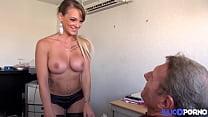 Sexy blonde Tiffany gives her pussy for a job - TRAltyaziliporno.tk Türk Pornosu