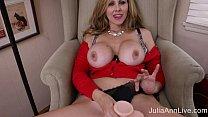 Hot Milf Julia Ann Masturbates with Big Dildo! صورة
