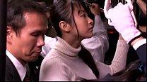 สาวญี่ปุ่นขึ้นรถไฟกลับบ้านเจอลุงหื่นมาลวนลามเอาควยเขี่ยหีแล้วจับดูดปาก