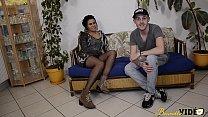 12402 Laoura la Tunisienne découvre le porno amateur avec un Français preview
