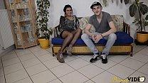 9363 Laoura la Tunisienne découvre le porno amateur avec un Français preview
