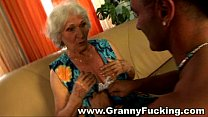 Mature granny getting fucked by a large cock's Thumb