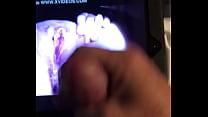 Толстушка писает видео