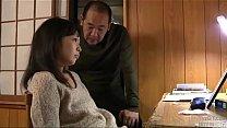 Putri marah pada ibu untuk seks ayah tiri