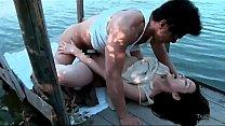 Japansk par har sex på søen thumb