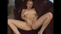 Masturbating in front of the tv - real orgasm - echt Vorschaubild