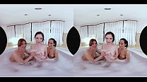 Lexi Has an Amazing Time With Her Big-Breasted Friends in the Bath Vorschaubild
