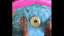 Miss Wagon Vegan - I miei piedi in piscina con le infradito per fartelo scappellare