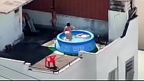 foda na piscina