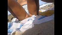 na praia mostrando a buceta image