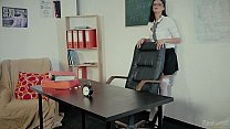 Estudante Porca Apanhada Pelo Professor / Naughty Schoolgirl Caught By The Teach Preview