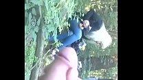 Онанист в лесу показал телкам пенис