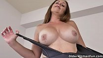 Canadian milf Brandii lets us enjoy her sexy cu...