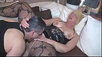 Mann überrascht seine Frau beim masturbieren un...'s Thumb