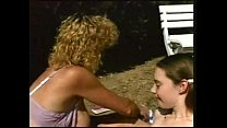 สองสาวต่างวัยนอนอาบแดดนวดนม แต่ละนางหุ่นน่าฟัดxxxผลัดกันล้วงเล่นสนุก