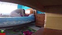 5044 Pareja madurita poniendose cerda en la habitacion de los niños GUI016 preview