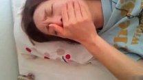 沒啥性經驗的純情女友被插得表情痛苦貌似床都給弄臟了