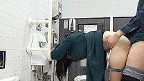 大学生カップル トイレでセックス 男の子フェラ...