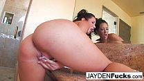 Jayden Jaymes rubs her pussy
