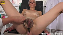Hot mature woman Belinda Bee gets huge orgasm in gynochair - MatureGynoExam.com صورة