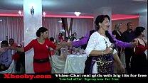 Огромные танцующие сиськи видео