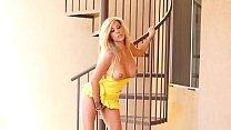 Very Hot Blonde صورة