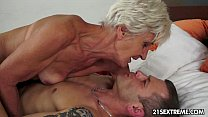 The gorgeous GILF Aliz has a big explosion...