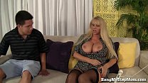 Voluptuous MILF Has Sex With Step-son! Vorschaubild