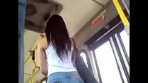 colita en el bus