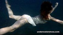 Nastya swimming nude in the sea Vorschaubild