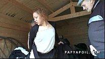 Papy se tape une black en bas collant avec un j...