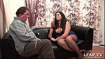 Image: Amatrice francaise bien en chair et aux gros seins adore sucer une queue