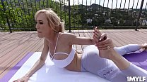 Brandi Love is doing yoga when she notices that her perverted neighbour Jake Adams has sneaked up on her! Brandi decides to have some fun with Jake! Vorschaubild