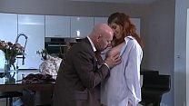 Patron sans scrupule, encule la fille de 18 ans, de sa secretaire. video