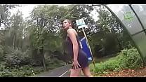 sexy girl public pissing bus at flashing schau auf der seite Frauenmeister thumbnail