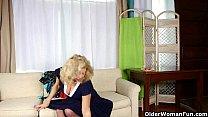 Grandma's night out starts with solo sex Vorschaubild