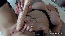 Cheating english milf lady sonia displays her massive hooters Vorschaubild