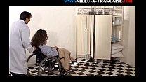 Elle se fait baiser dans la clinique sur une chaise roulante - Download mp4 XXX porn videos