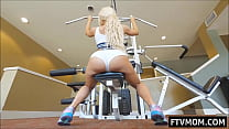 big tits milf at the gym Vorschaubild