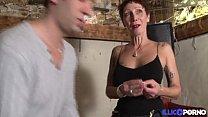 Jolie cougar cherche un bijou et trouve une belle bite [Full Vidéo]