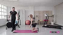 PORNBCN 4K El YOUTUBER español personal trainer empotrador Emilio Ardana y Olé con la latina Pamela Silva entrenamiento con FINAL FELIZ /// Video completo en su canal de YOUTUBE ENLACE en el VIDEO // suscribete y activa la campanita :P缩略图