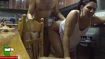 sexo entre los fogones de la cocina con la morena tetoncita GUI045 Vorschaubild