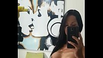 transexual sola y caliente se graba frente al espejo