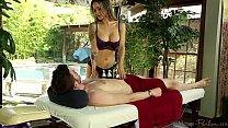 Nadia Styles happy ending massage صورة