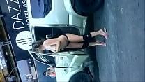cachonda se desnuda en la calle video