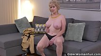 American gilf Sindee Dix strips off and rubs one out thumbnail